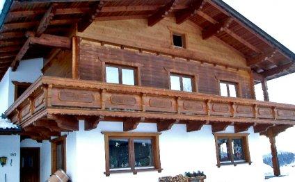 Деревянный дома в стиле шале